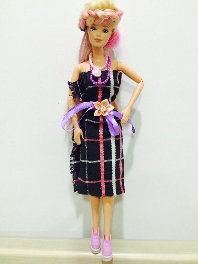 THIS MIZO GIRL GIVES HER BARBIES A MAKEOVER WITH A TRIBAL TWIST</div><div>